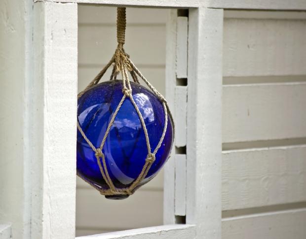 sininen lasipallo