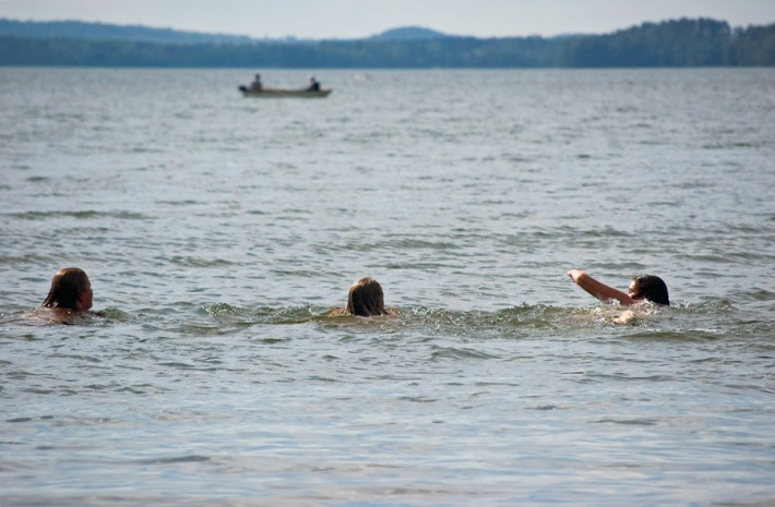 serkut järvessä